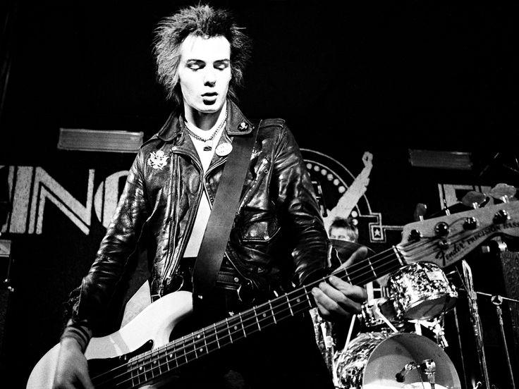 Il 10 maggio si celebra l'anniversario dalla nascita di John Simon Ritchie, meglio noto come Sid Vicious: bassista maledetto dei Sex Pistols e leggenda del punk.