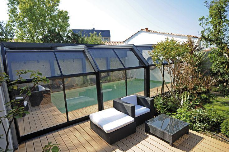 En adossant votre abri de piscine à votre maison vous n'avez plus besoin de passer dehors pour accéder à votre bassin ! #attika