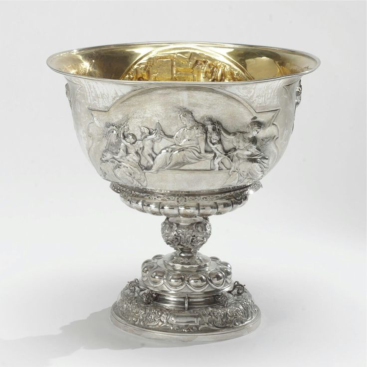 A Scottish Victorian silver punch bowl, Edinburgh, 1887.