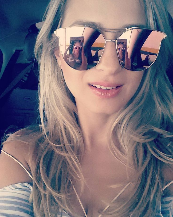 Summertime and the livin' is easy  Amando meu cabelo óculos e gloss de verão!  Haircut and color by @fran_rinaldi  Sunglasses by @mirinacollections Liquid lipstick @nyxcosmetics and lipgloss @diormakeup  #mirinagirls #mirinacollections #makeup #mua #makeupartist #maquiagem #maquiadora #summertime #estetica #esteticista #aesthetics #aesthetic #aesthetician #cosmeticos #cosmetics #sunglasses #floripa #maccosmetics #naturalskin  #diormakeup #blonde #lancome #loreal #abh #benefitcosmetics