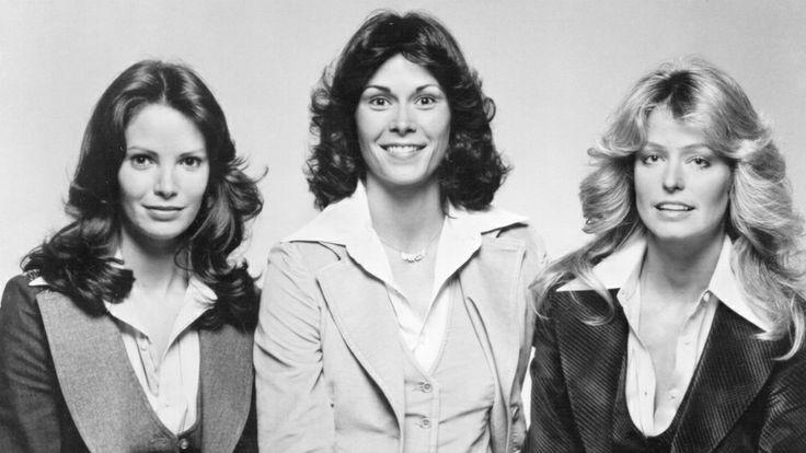 Los grandes collares y melenas no se interponían en el camino de los ?Ángeles de Charlie?, la serie de televisión de la década de los 70. (Getty Images/Archivo)