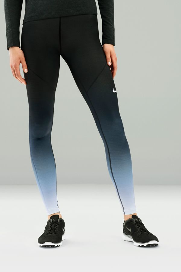 Leg day = ombre day. The Nike Pro Hyperwarm Women's Training Tight is a staple for fall workouts like boot camp and circuit training, with breathable, quick drying material that keeps you warm when you need it.