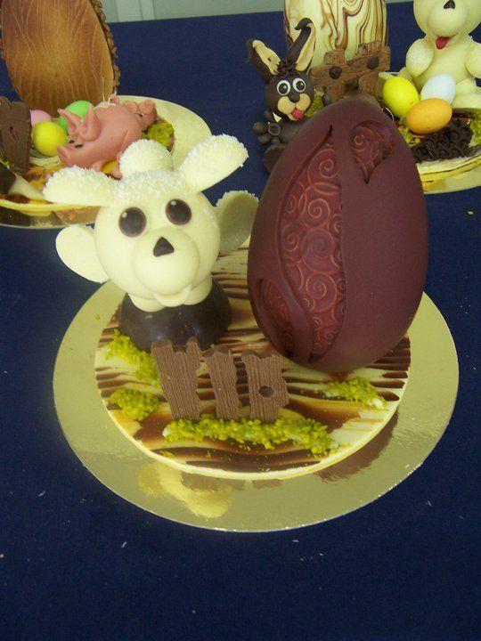 agnellino che salta il cancello in cioccolato Pasqua Omar Busi