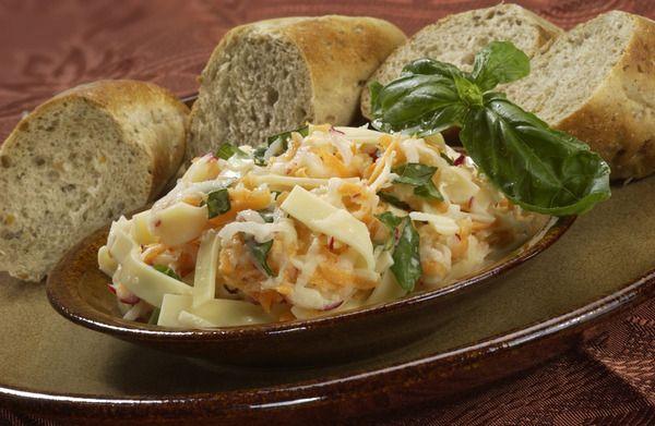 Lehký sýrový salát se zeleninou
