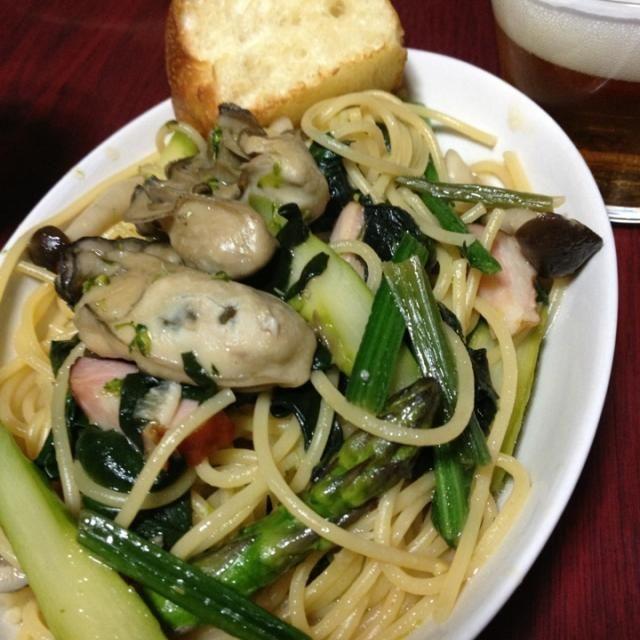 牡蠣のオイル漬けで 菜の花 アスパラのパスタ  大人味でした。 美味しかった〜 - 11件のもぐもぐ - 牡蠣のオイル漬けでパスタ by yuhikoha4