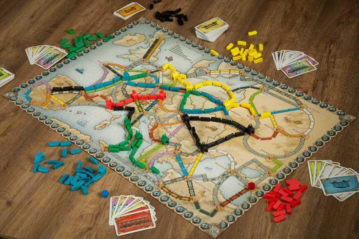 AVENTUREROS AL TREN EUROPA, editado en español por EDGE, Categorías.:Juegos de tablero, Juegos familiares, Juegos de mesa BGG:14996 Edad: de 8 a 10 años, de 10 a 14 años, 14 o más años Núm. jugadores: 2, 3, 4, 5 Tiempo de juego: 30'-60' https://www.youtube.com/watch?v=lEhSLvChUro&t=242s