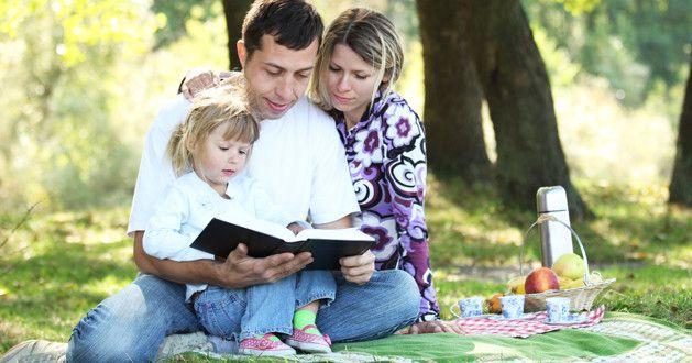 6 versículos da Bíblia que nos ensinam sobre ser melhores pais e mães