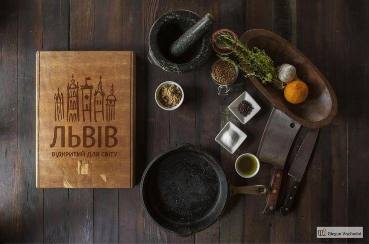 Lwowska kuchnia to nie tylko solanka, varenyky i kwas. To bogata paleta smaków pochodzących od różnych narodów, które żyły w tym mieście razem od samego początku. Tutaj przedstawiamy lokale i potrawy, których warto spróbować we Lwowie.