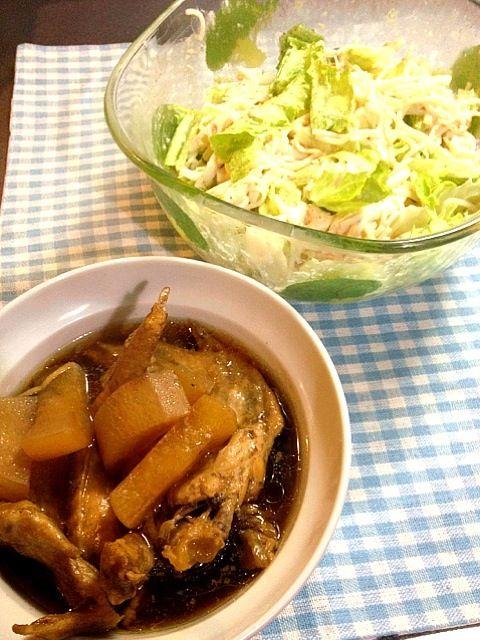 サラダは子供分取り分けてからレタス足して塩コショウ。煮物は圧力鍋で簡単に。 - 3件のもぐもぐ - 大人用れんこんとうどんのツナマヨサラダ、手羽先と大根の煮物 by tabimoka