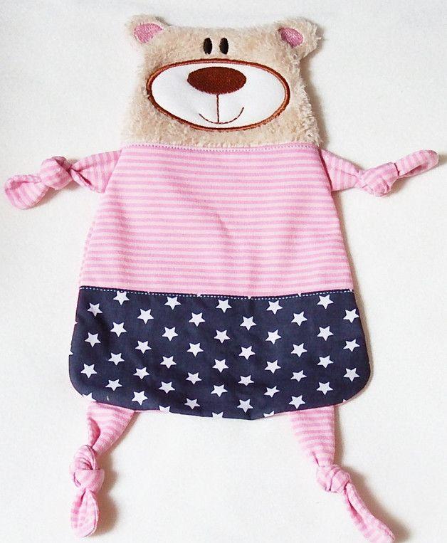 Ein süßer Schnuffeltuch-Bär wartet auf seinen kleinen Besitzer!:-) Bär Bel ist superweich und wird das Herz deines Schatzes schnell erobern!  Gern sticke oder drucke ich dir einen Namen auf!...