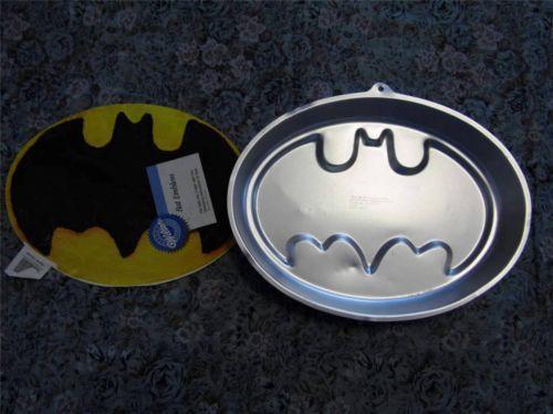 Vintage Wilton Batman Emblem Character Cake Pan 2105 9490