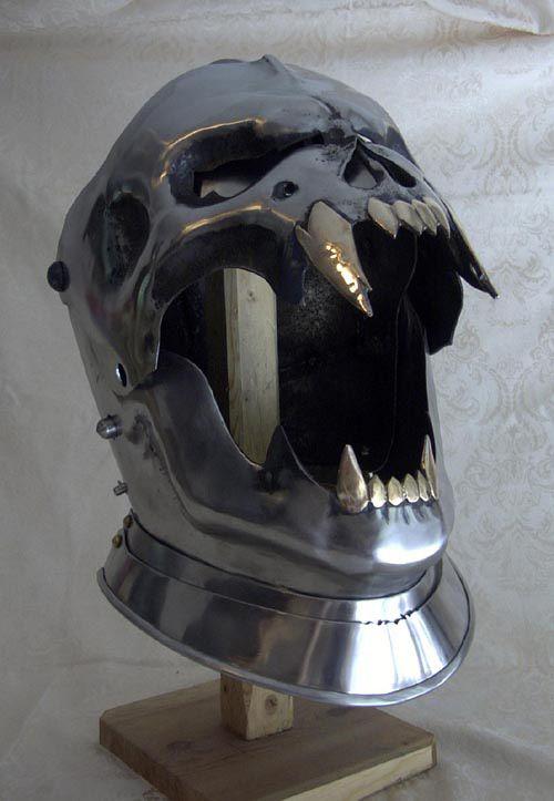 Scary as f***! Skull Helm From Dark Heart Armoury: http://skullappreciationsociety.com/skull-helm-from-dark-heart-armoury/ via @Skull_Society