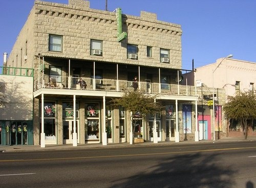 The Brunswick Hotel Relates To Business In Kingman Plan Your Road Trip Az With Roadtrippers
