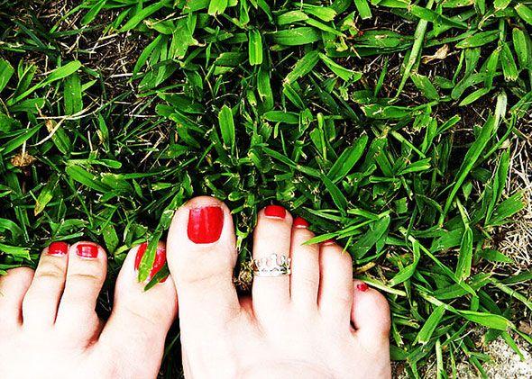 MOOIE VOETEN ZONDER KALKNAGELS EN HIELKLOVEN – 5 NATUURLIJKE REMEDIES ● Hoe kom je van vervelende voetschimmels en kalknagels af?  Hoe heel je hielkloven en likdoorns? En - er ligt nogal een taboe op, maar dat is niet terecht - hoe herstel je de balans van zweetvoeten?  Lees meer >> http://hallosunny.blogspot.nl/2015/07/kalknagels-en-hielkloven-natuurlijke-remedies.html