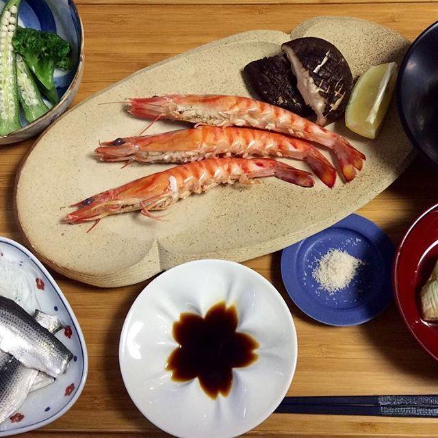 【huchanmama】さんのInstagramをピンしています。 《11/11 お魚の日 🌸メインは、お醤油⁉️ 🍤 🐟 🍤 #japan #japanesefood #instagood #dinner #delicious #healthy #diet #soysauce #cooking #cherryblossom #夕食#晩ごはん#手料理#美味しい#ヘルシー#ダイエット#桜#器#クッキング#クッキングラム #車海老#コハダ#野菜#柿の白和え》