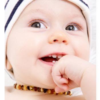 Bebek kehribar kolyesi     Avrupa'da ve Uzak Doğu'da çocuklara kehribar takmak çok eski bir gelenekmiş  ve diş çıkarma belirtileri gös...