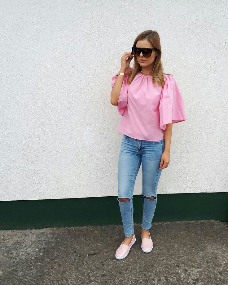 ALUXE sunnies are definitely needed today after last night's antics over on my Snapchat 👻  Top, Pumps and Necklace are from Pennys / Primark Jeans are old from Pull&Bear and I ripped them myself ✂ Love my Mi Moneda bracelet 💫