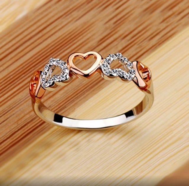 I want this ring sooooooooooooooooooo badly! It's so simple and pretty