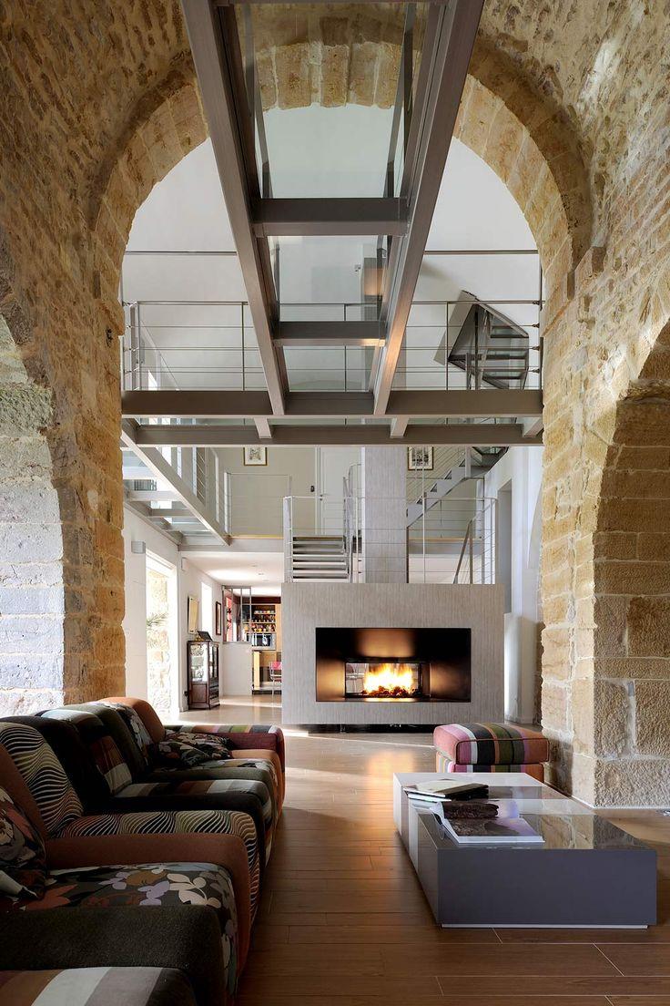 Architecture intérieure maison pierre chapelle lyon monts dor les escaliers métalliques