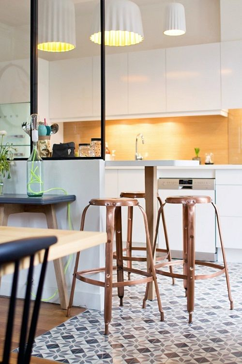 Libertydeco kitchen: white and essential with retro details.