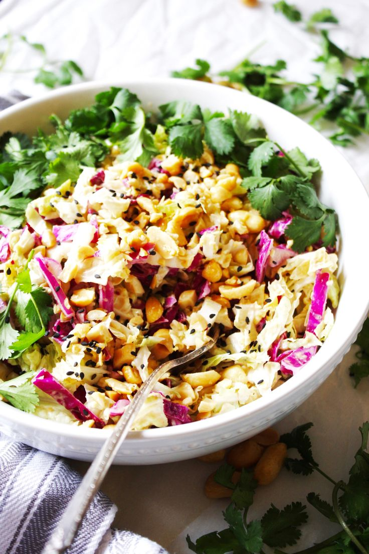 Crunchy Cabbage Salad with Peanut Dressing [21 Day Fix] – Healthy and loaded wit…