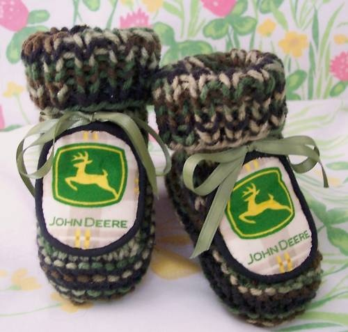 HAND MADE KNIT JOHN DEERE BABY BOY AUTHENTIC GREEN FOREST CAMO BOOTIES~TRUE CAMO