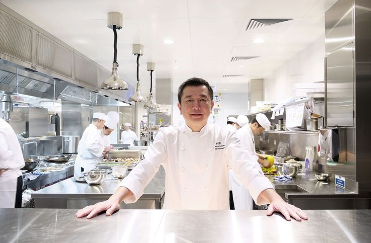 HKK employs the skill and creativity of Michelin-starred chef Tong Chee Hwee. Chef Tong holds 11 years experience at Hakkasan, first as the Head Chef of the original restaurant at Hanway Place, gaining its Michelin star in 2003.