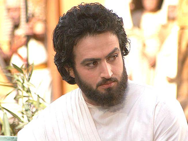 Mostafa Zamani como José, el profeta.