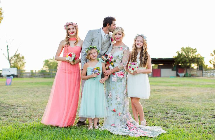 Love the wedding dress and all of the colors. Jennie Garth Wedding Pictures | POPSUGAR Celebrity