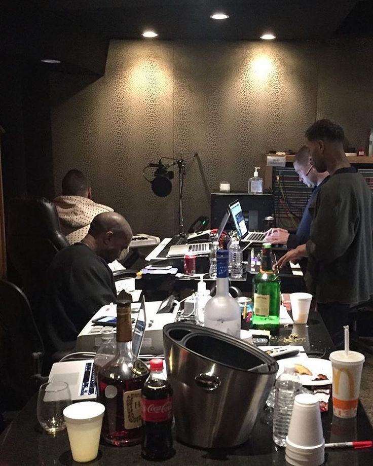 "#hypetrak: Kanye West's next album may be coming sooner than you think. Affiliate @ibnjasper took to Instagram today to post a photo of West @kidcudi Plain Pat and @therealmikedean in the studio together with the caption: ""TURBO GRAFX 16 day 1."" Stay tuned to @hypetrak for the latest in the world of music. by hypebeast"