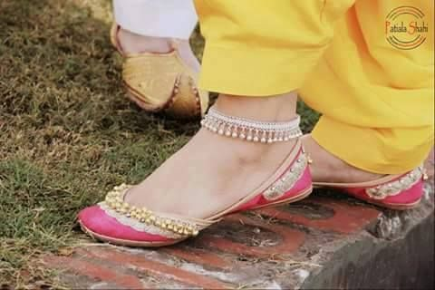 Love Punjabi Jutti <3