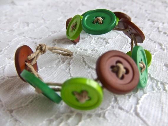 button bracelet.: Metals Buttons, Peter O'Toole, Art Crafts, Buttons Crafts, Buttons Bracelets, Buttons Stuff, Button Bracelet