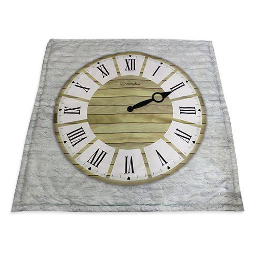 Hazle una foto a el pequeñ@ cada mes usando como fondo este reloj mantita. Cambia las agujas del reloj y a los 12 meses tendrás un fantástico album de la evolución de tu pequeñ@.
