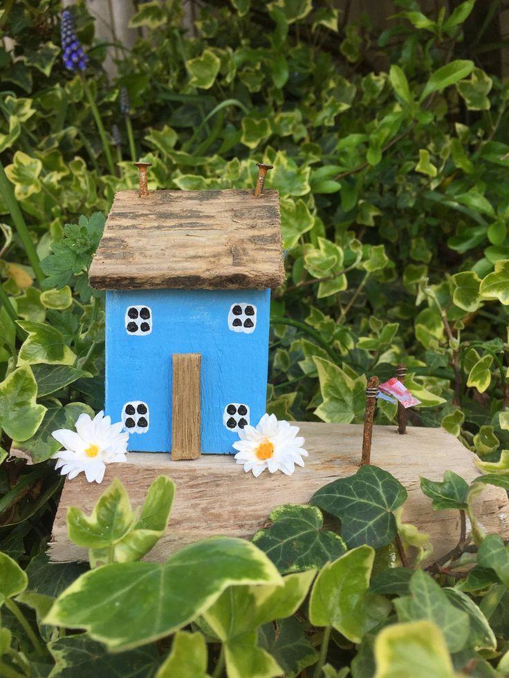 Houten huis, houten art, op het tij drijfhout kunst, huis van Drijfhout, giften van de verjaardag voor haar, houten ornamenten, keuken decor, nieuwe huis cadeau door OntheTide op Etsy https://www.etsy.com/nl/listing/506350020/houten-huis-houten-art-op-het-tij