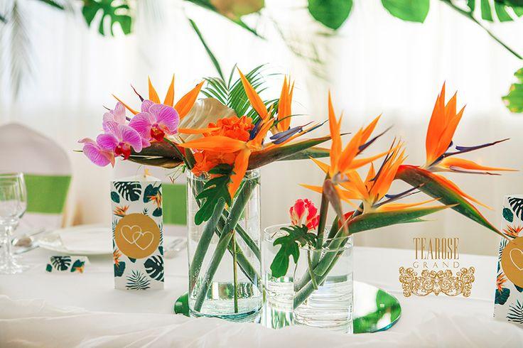 Trópusi esküvő - főasztal dekoráció (részlet)