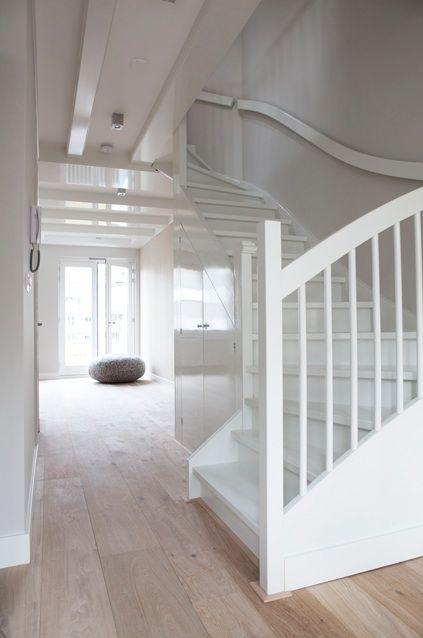 trap wit met vloer hout