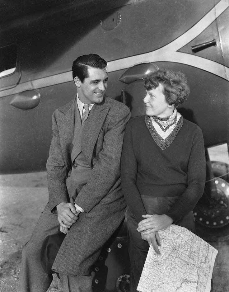 Circa 1933: A young Cary Grant with American aviation pioneer Amelia Earhart (1898 – 1937), the first woman to single-handedly fly the Atlantic.