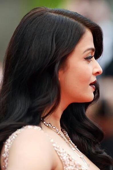 Cannes 2016: Aishwarya Slays The Red Carpet Walk On Day 2 of The International Film Festival!   PINKVILLA