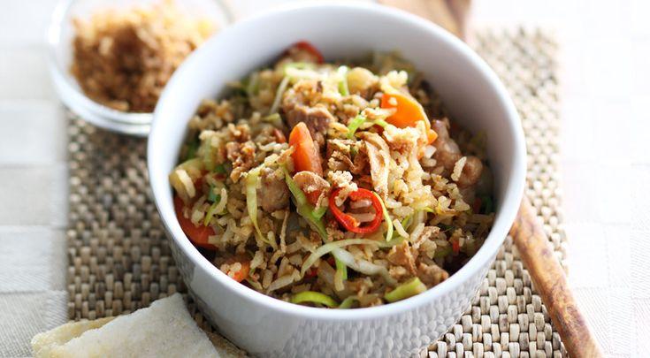 Heerlijk recept voor Pittige nasi. Ingrediënten: nasi/bamivlees, wortel, peper en ketjap manis. Gebruik Lassie Zilvervliesrijst met een volle smaak.