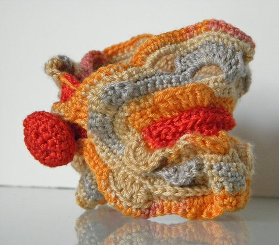 crochet bracelet by ginageo on Etsy, €25.00