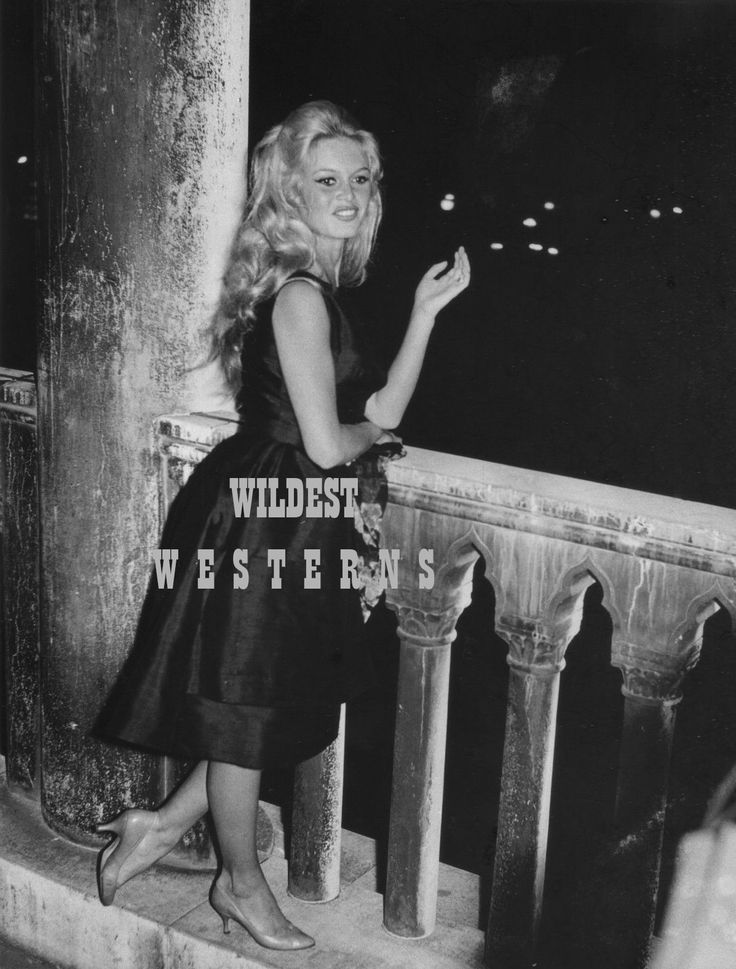 BRIGITTE BARDOT Sexy Photo BUSTY leggy hot blonde girl CUTE CANDID nightshot | eBay