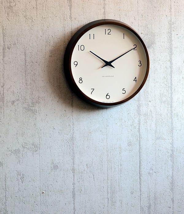 完成されたフォルムが魅力のレムノスの掛け時計。掛け時計 電波時計 Lemnos レムノス Campagne カンパーニュ PC10-24W 北欧 おしゃれ かわいい 人気 電波掛け時計 壁掛け 壁掛け時計 掛時計 時計 日本製 音がしない