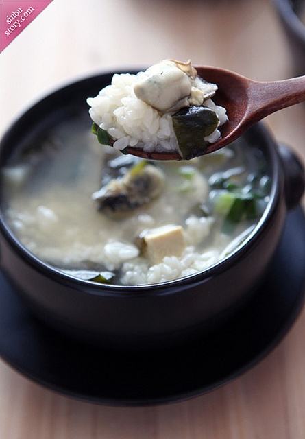 겨울 별미 '굴국밥' 레시피 - Oyster Boiled Rice Soup Recipe http://www.paleorecipecbook.tumblr.com