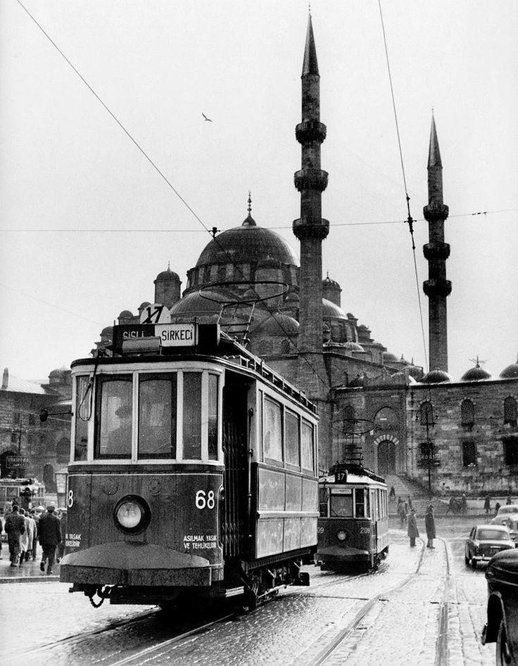 Şişli-Sirkeci Tramvayı ve Yeni Cami 1956. Ara Güler