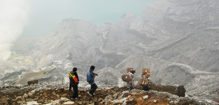 Paths down the Ijen Crater could only through by following the track miners