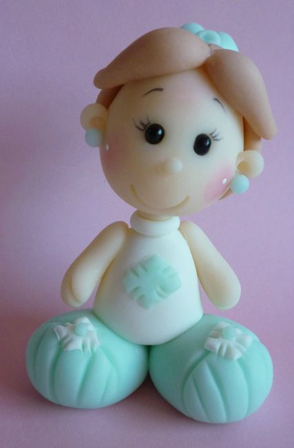 fillette en porcelaine froide en bleu - Photo de Personnages - La porcelaine froide de Mimi patouille