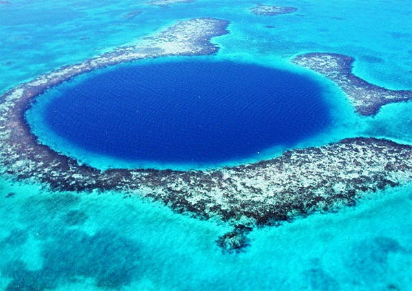 Heaven on Earth, The big hole of Belize, on the East Coast of America. Absolutely Incredible, Ill add this too my bucket list of things I want to do before I die.
