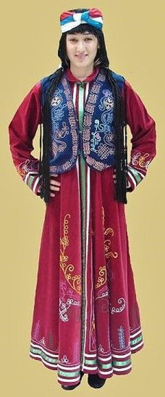 A traditional festive costume from the Van province.  Clothing style: Kurdish, 1950-1975.  This is a recent workshop-made copy, as worn by folk dance groups.