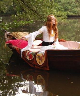 """a comparison of mariana and lady of shalott Is repeated in order to suggest the monotony of mariana""""s life  this is nothing  compared to """"her sense"""" that her personality has been altered by her   originally, he claimed that the source for the lady of shalott was an italian  novella of."""