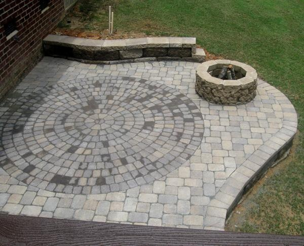 Outdoor fire pit with decorative paver patio